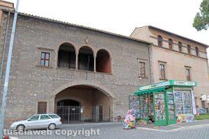 Viterbo - Biblioteca comunale, palazzo Santoro