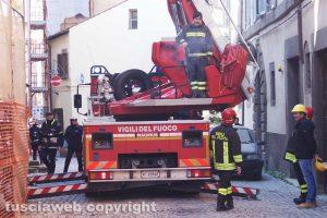 Viterbo - Crollo in via Cardinal La Fontaine - Vigili del fuoco in azione
