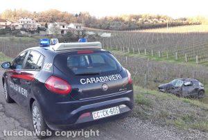 Montefiascone - L'auto fuori strada in località Poggeri