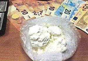 Carabinieri - Droga e materiale sequestrato