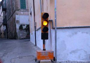 Sutri - Semaforo da cantiere in centro