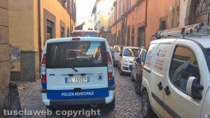 Viterbo - Crollo in via Cardinal La Fontaine - Vigili del fuoco e polizia locale in azione