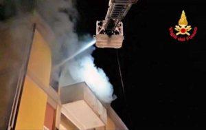 Porto Torres - L'incendio nella palazzina