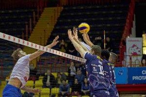 Sport - Pallavolo - Tuscania volley - Un muro