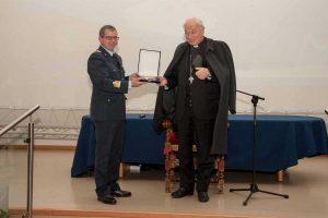 Viterbo - Il vescovo in visita alla scuola marescialli