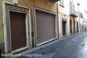 Montefiascone - Negozi chiusi in corso Cavour