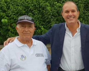 Montalto - Il nonno vigile Salvatore insieme al sindaco Sergio Caci