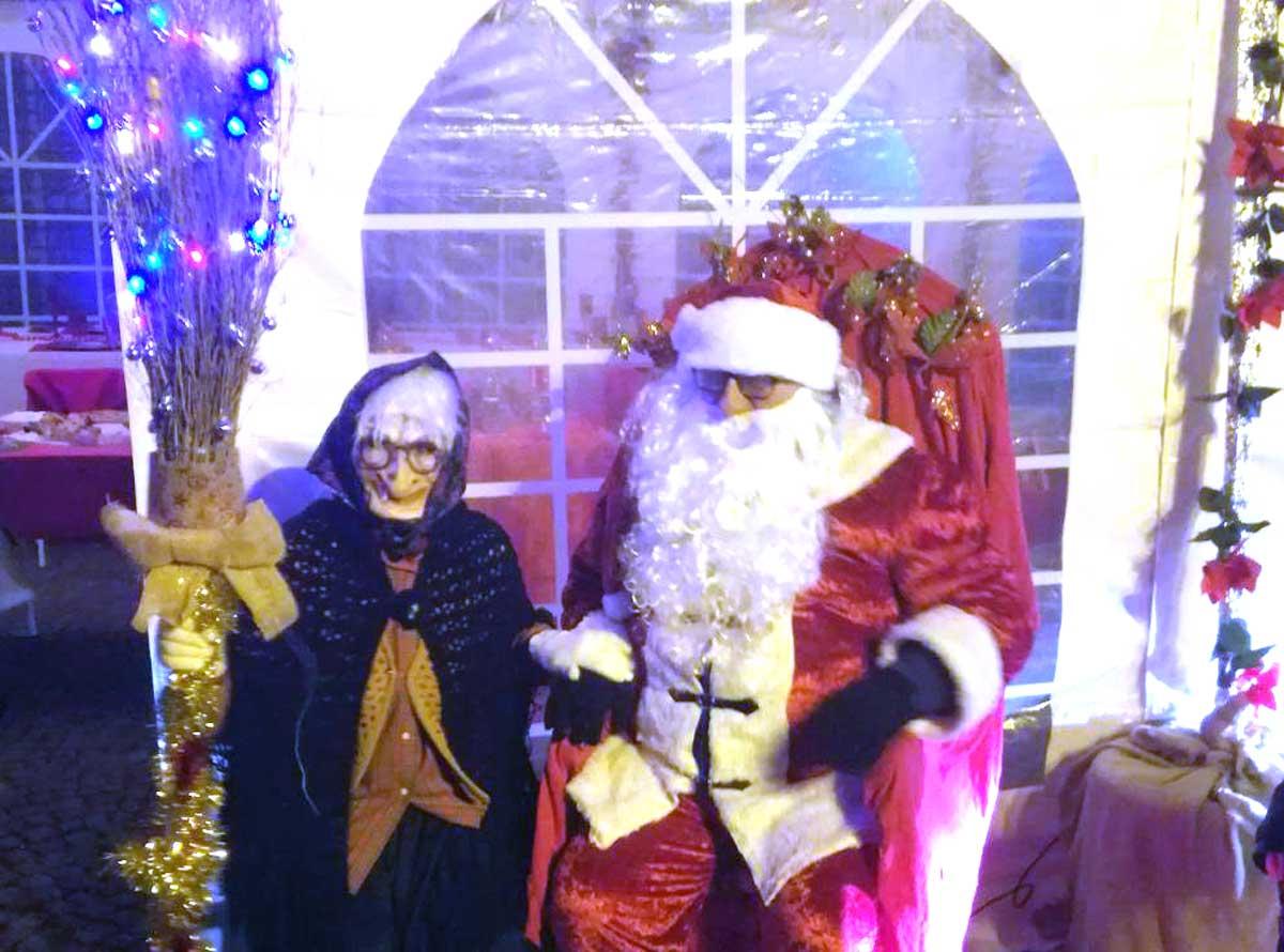 Befana E Babbo Natale.Il Saluto Della Befana Chiude Il Magico Natale Tusciaweb Eu