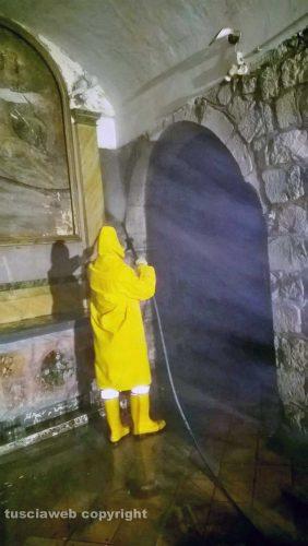 Montefiascone - Madonna dell'Arco - L'intervento di pulizia