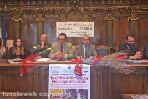 Viterbo - La presentazione della calza della Befana più lunga del mondo