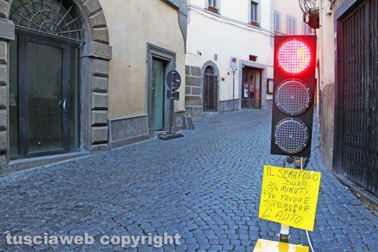 Viterbo - Il semaforo lungo via San Lorenzo