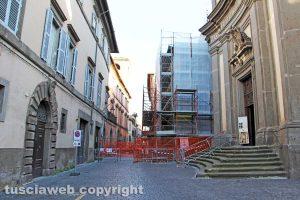 Viterbo - Il muro di via Cardinal La Fontaine
