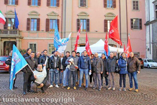 Viterbo - La protesta dei sindacati Uspp e FpCgil