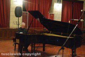 Il maestro Leandro Piccioni al pianoforte