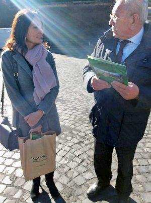 Città del Vaticano - L'assessora di Montalto di Castro Silvia Nardi con Giuseppe D'Amico