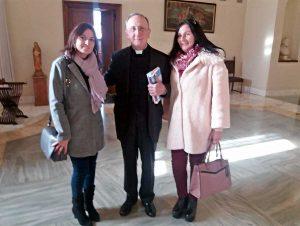 Città del Vaticano - Da sinistra, l'assessora di Montalto di Castro Silvia Nardi con monsignor Giuseppe Sciacca