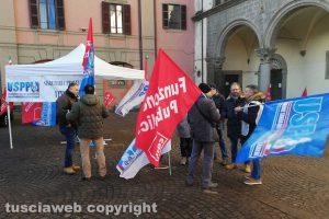 Viterbo - La protesta del sindacati di polizia penitenziaria Uspp e FpCgil