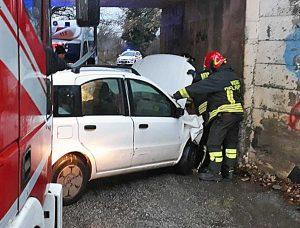 Vetralla - Auto contro muro in via Francigena