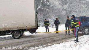 Maltempo - Neve - Camion impantanato sulla Cimina