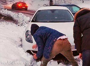 Maltempo - Neve - Auto impantanato sulla Cimina
