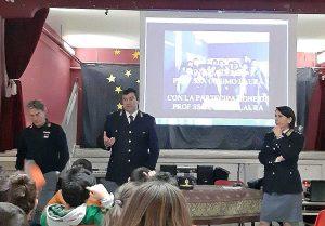 Viterbo - La polizia incontra gli studenti della Canevari