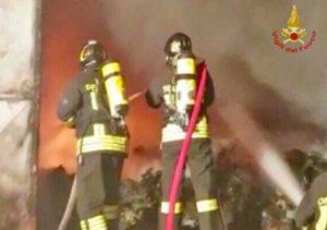 Pomezia - L'intervento dei vigili del fuoco