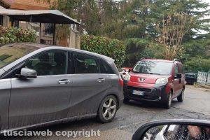Viterbo - Parcheggio selvaggio in curva