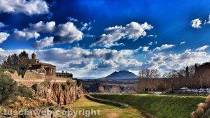 Civita Castellana e il monte Soratte