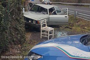 Viterbo - Auto fuori strada sulla Cassia sud