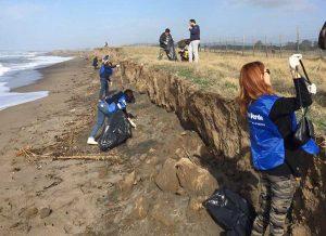 Tarquinia - Saline - I volontari di Fare verde puliscono la spiaggia