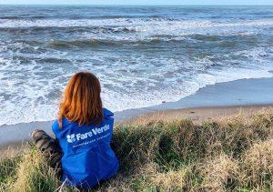 Tarquinia - Saline - Una volontaria di Fare verde