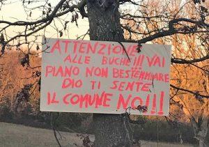 Montefiascone - Il cartello affisso in località Castellaccio