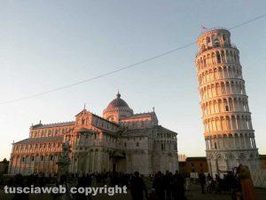 La luce del sole sulla Torre di Pisa
