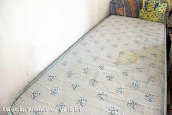 Viterbo - Il letto su cui dorme Cesare Romano