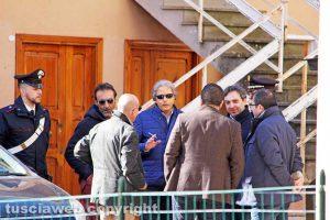 Ronciglione - Il pm Franco Pacifici e gli ufficiali dei carabinieri sul luogo della tragedia