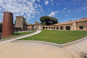 Viterbo - Lo spazio esterno del centro culturale di Valle Faul