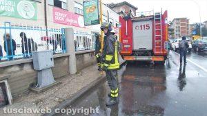 Viterbo - L'intervento dei vigili del fuoco in via Villanova