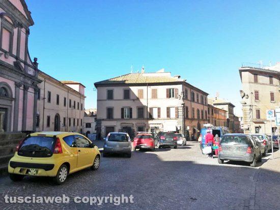 Viterbo - Parcheggio selvaggio nel centro storico