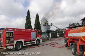 Tuscania - Vigili del fuoco in azione nel silos