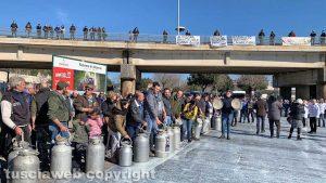 Viterbo - La protesta dei pastori sul prezzo del latte