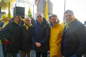Roma - Mauro Rotelli (Fratelli d'Italia) alla protesta del latte