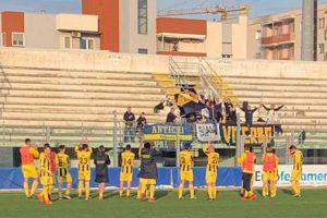 Sport - Calcio - Viterbese - La squadra sotto al settore ospiti