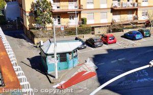 Viterbo - Tetto scoperchiato in largo Marinai d'Italia