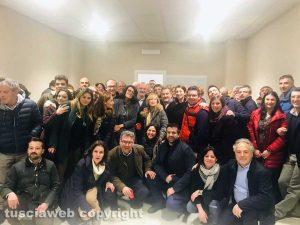 Enrico Panunzi festeggia con i militanti del Pd