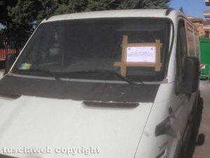 Viterbo - Un veicolo sequestrato dalla polizia locale