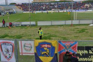 Sport - Calcio - Viterbese - I tifosi gialloblù al fianco di quelli della Lucchese