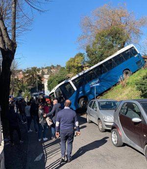 Grottaferrata - Bus fuori strada