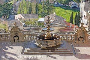 Viterbo - La fontana del cortile di Palazzo dei Priori