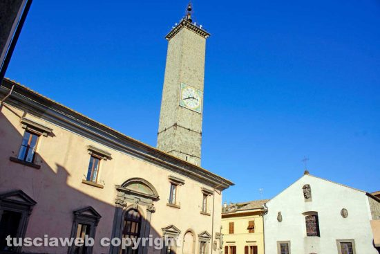 Viterbo - La torre dell'orologio di piazza del comune