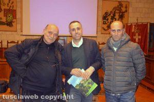 Tarquinia - Da sinistra monsignor Rinaldo Copponi, il restauratore Davide Rigaglia e il presidente dell'Associazione devoti Madonna di Valverde Renzo Viscarelli